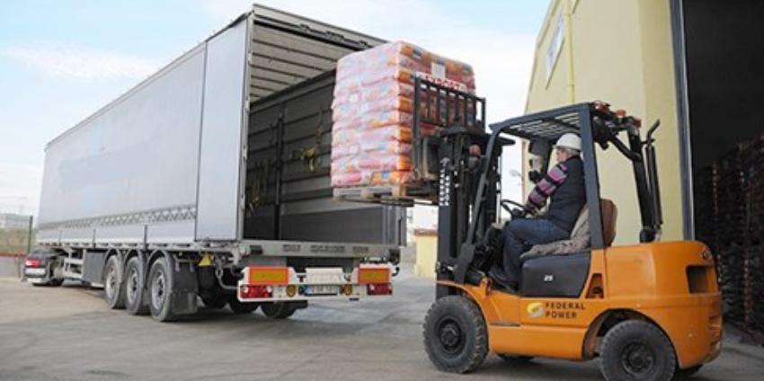 Ưu và nhược điểm khi nhập khẩu hàng hóa bằng đường bộ